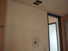 壁紙の前に電気工事
