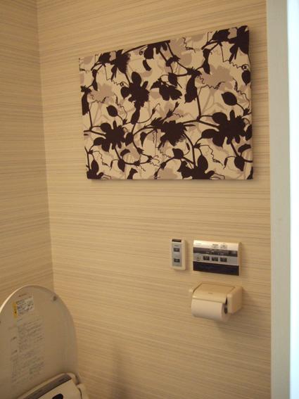 事務所のトイレに飾ってみたファブリックボード