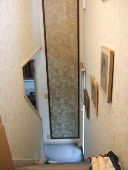 階段室アクセントクロス額縁仕様
