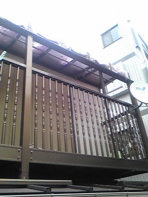 隣家の絵ラスの屋根は熱で変形