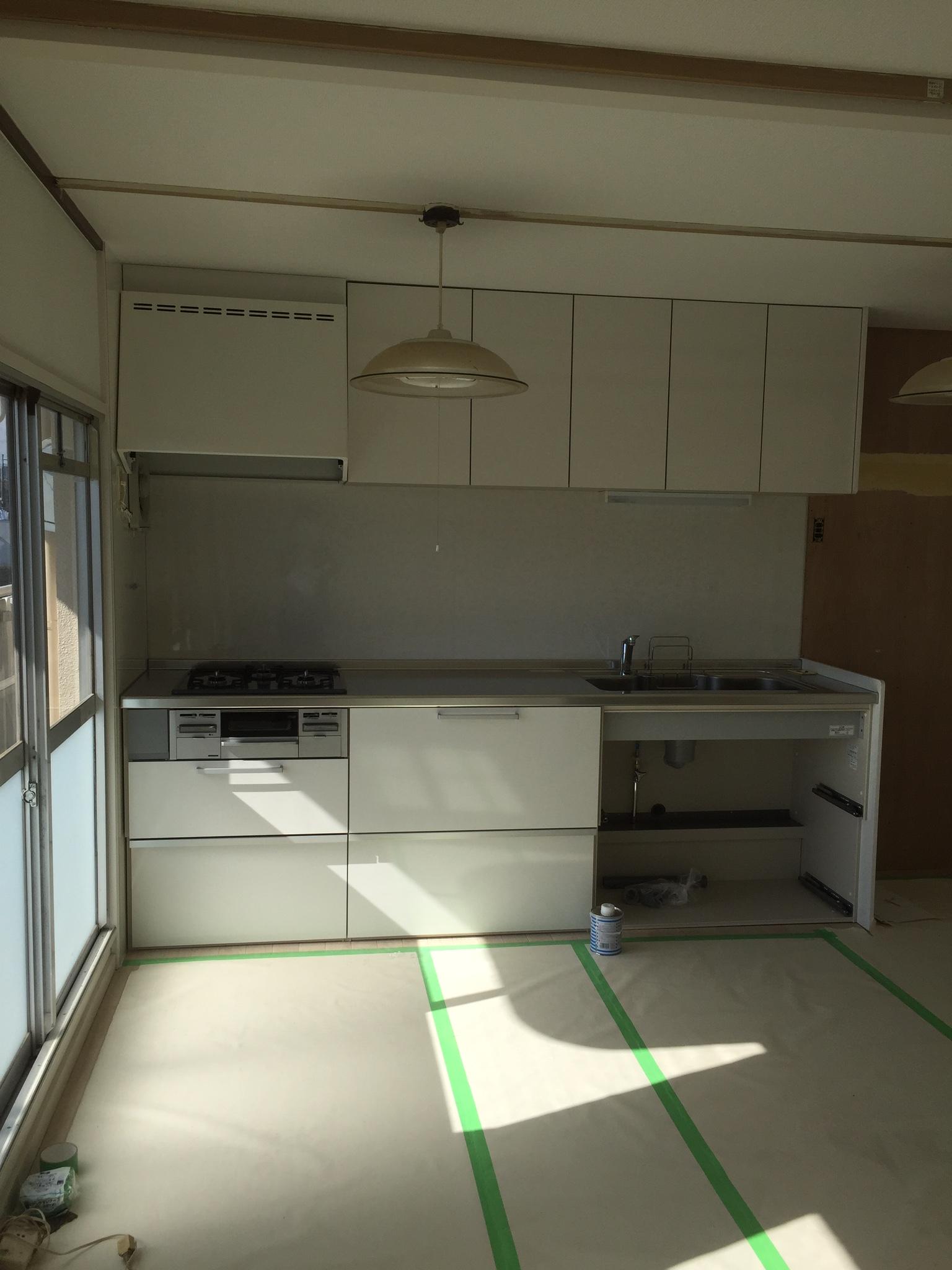 入間市公団タイプマンションにキッチンはいりました